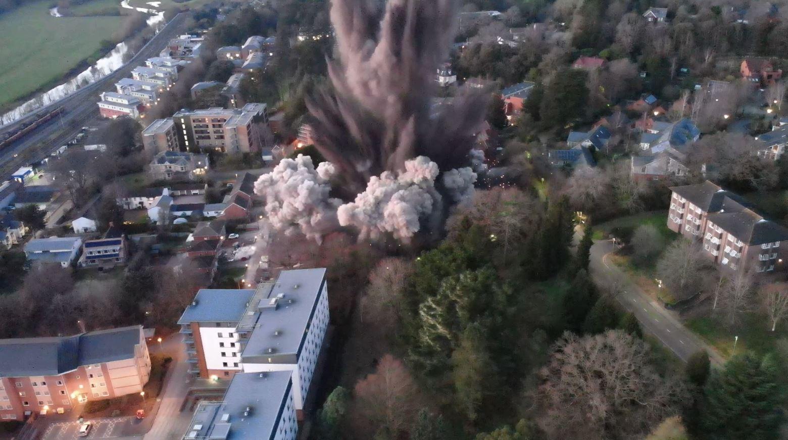 Explosión de bomba de la segunda guerra mundial sacudió a pueblo en Inglaterra